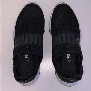 Shoes - Puma tennis shoes